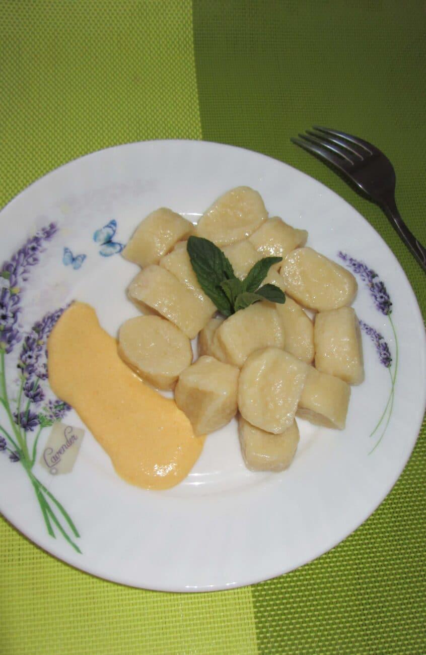 Ленивые вареники с творогом и тыквенным соусом