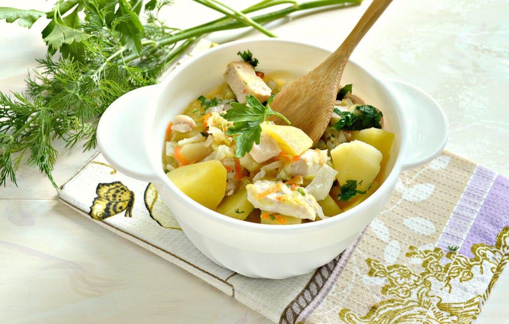 Фото рецепта - Овощное рагу с куриной грудкой и картофелем - шаг 7