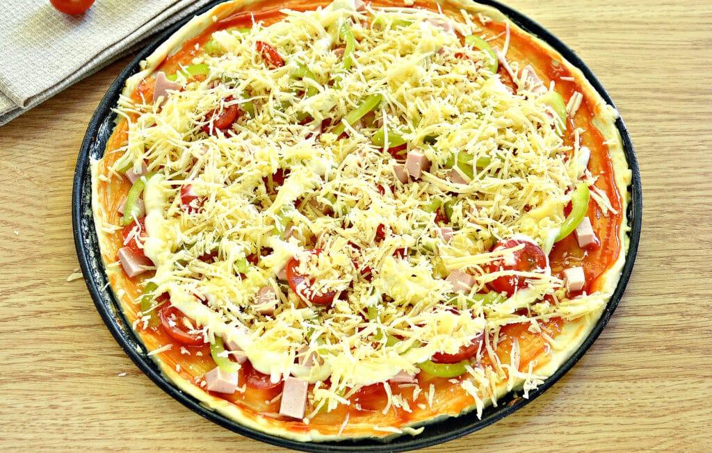 Фото рецепта - Пицца с болгарским перцем и черри - шаг 7