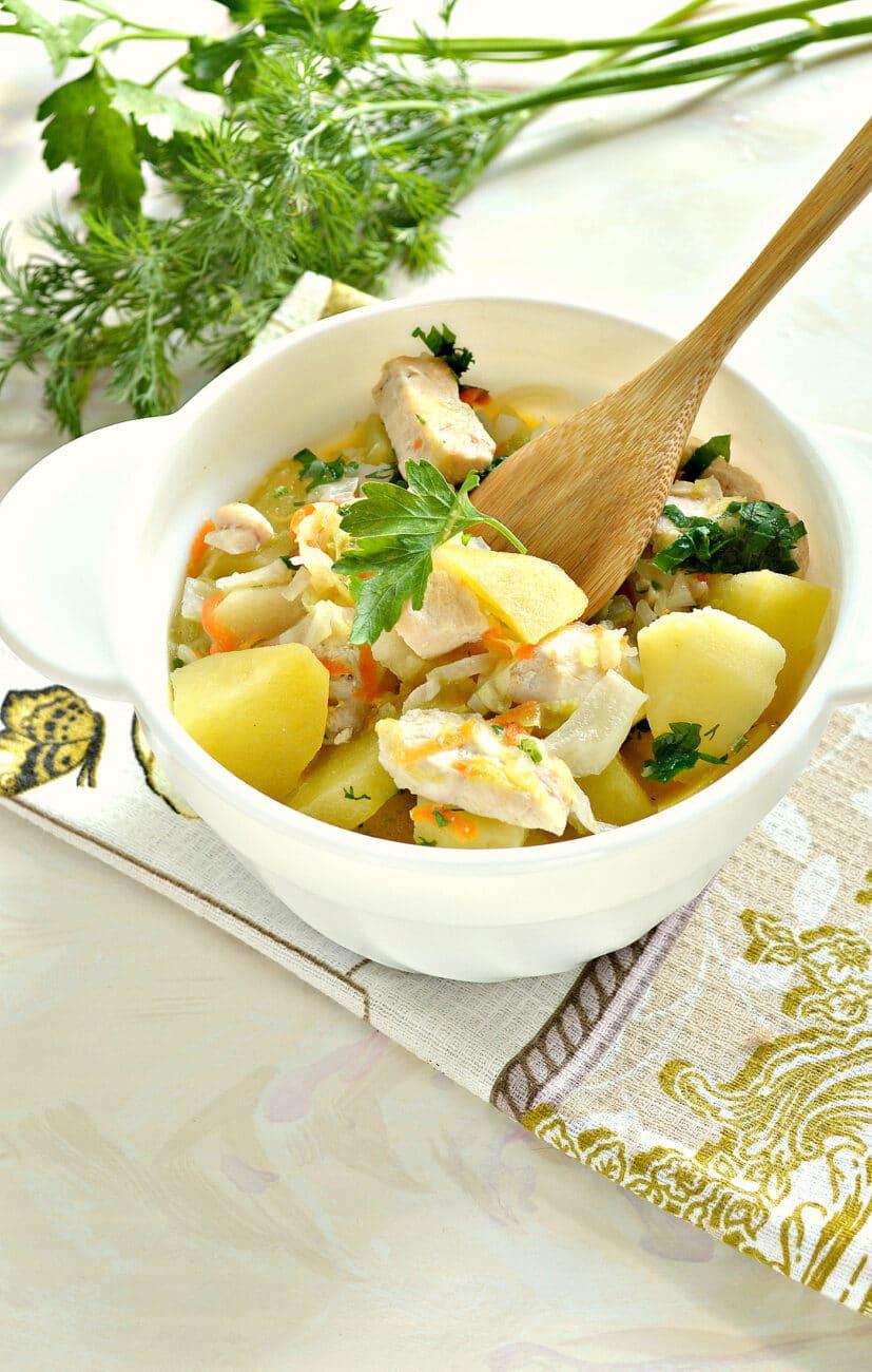Овощное рагу с куриной грудкой и картофелем