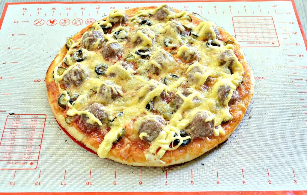 Фото рецепта - Пицца с фрикадельками - шаг 8
