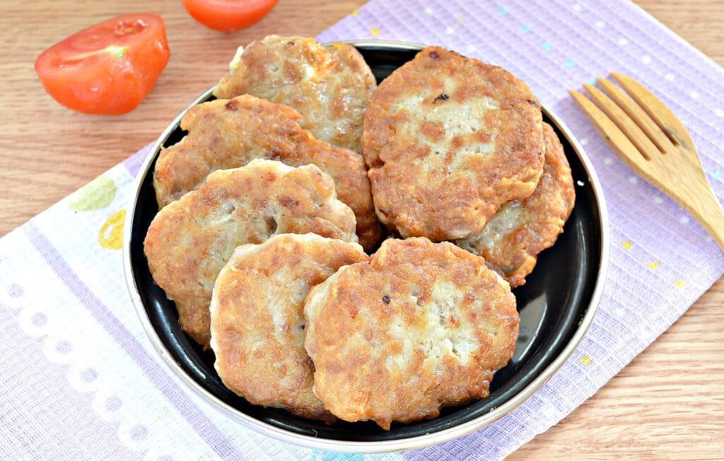 Фото рецепта - Нежные котлеты из свинины и картофеля - шаг 8