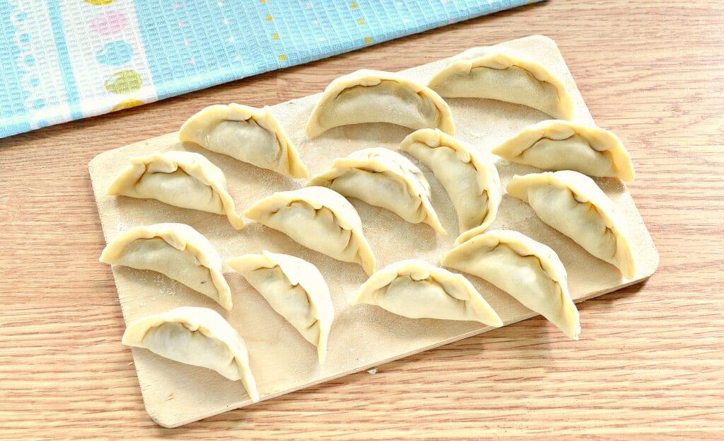 Фото рецепта - Вареники с сырой картошкой и фаршем - шаг 8