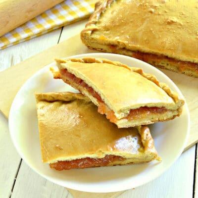 Быстрый пирог на кефире с вареньем - рецепт с фото