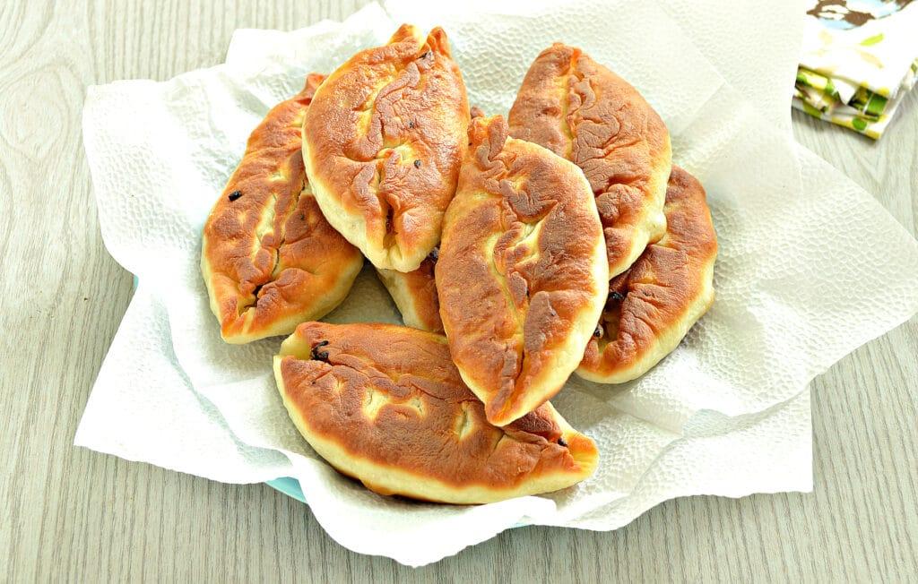 Фото рецепта - Пирожки с жареной капустой и зеленью - шаг 9