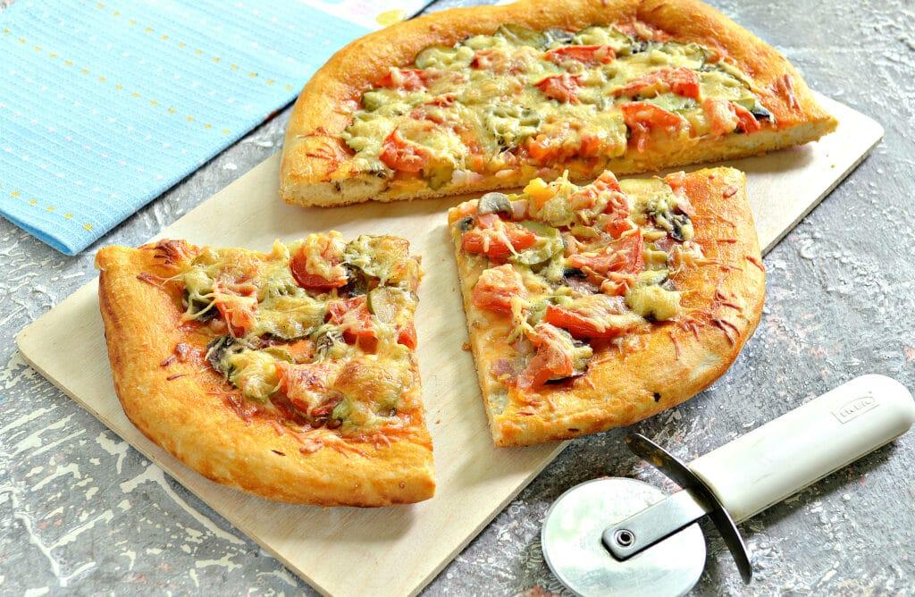 Фото рецепта - Пицца с беконом и грибами на дрожжевом тесте - шаг 9