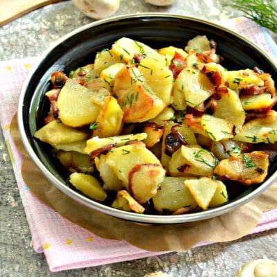 Картофель с беконом и грибами на сковороде - рецепт с фото