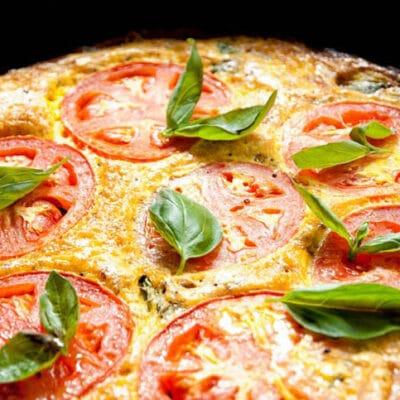 Фриттата с кабачками и томатами на сковороде - рецепт с фото
