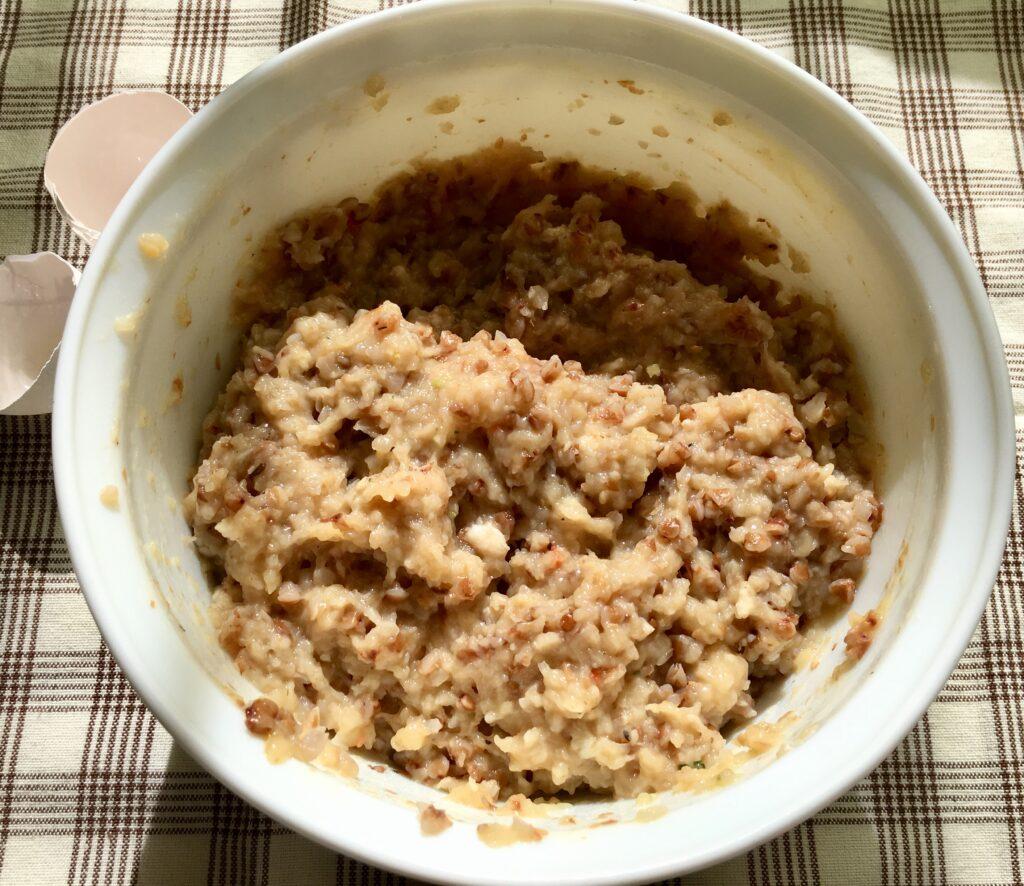 Фото рецепта - Гречаники из куриного фарша (котлеты с гречкой) - шаг 2