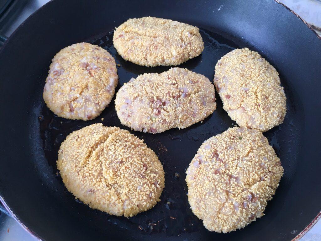 Фото рецепта - Гречаники из куриного фарша (котлеты с гречкой) - шаг 4