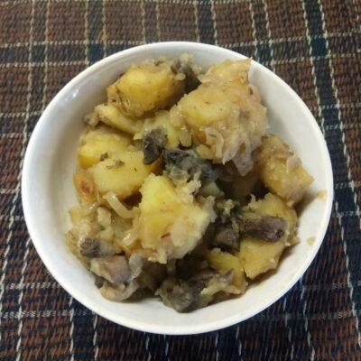 Картофель, запеченный в духовке с грибами - рецепт с фото