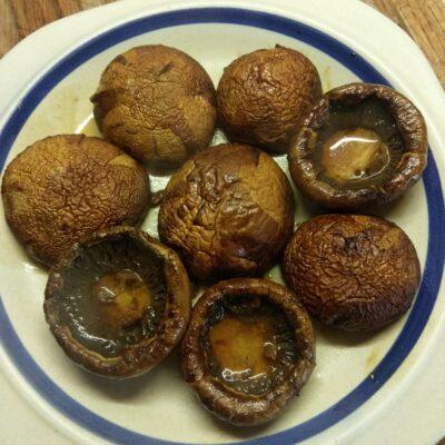 Шампиньоны, маринованные в соевом соусе с чесноком и пряностями - рецепт с фото