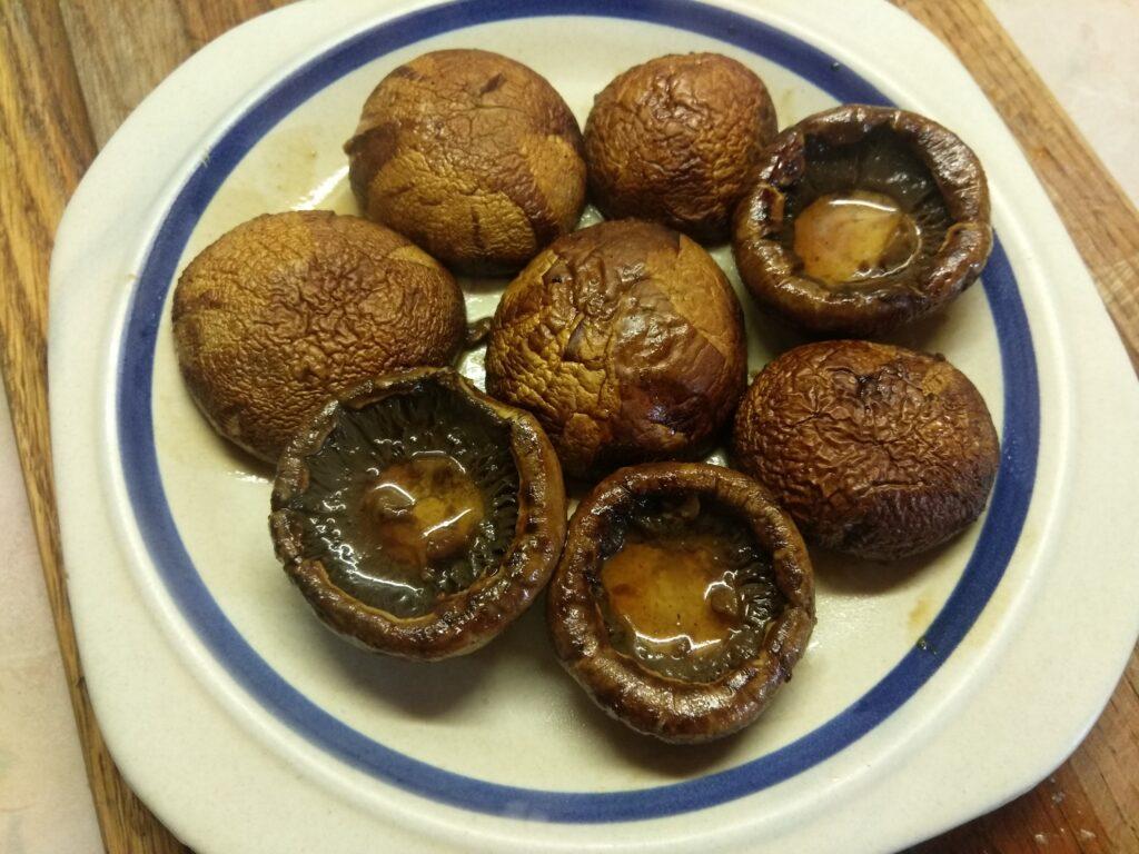 Фото рецепта - Шампиньоны, маринованные в соевом соусе с чесноком и пряностями - шаг 5