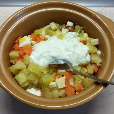 Фото рецепта - Салат в баварском стиле из овощей и колбаски - шаг 6
