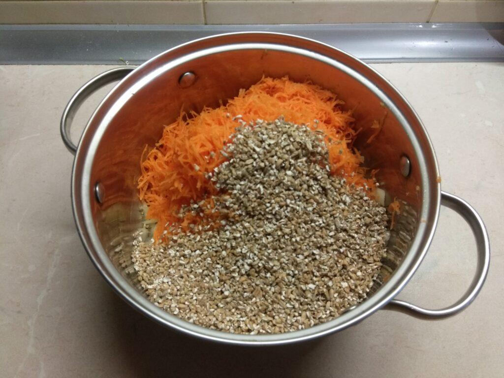 Фото рецепта - Пшеничная каша с колбаской - шаг 4
