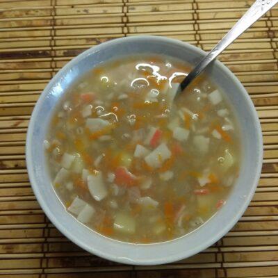 Суп без мяса с перловой крупой и крабовыми палочками - рецепт с фото