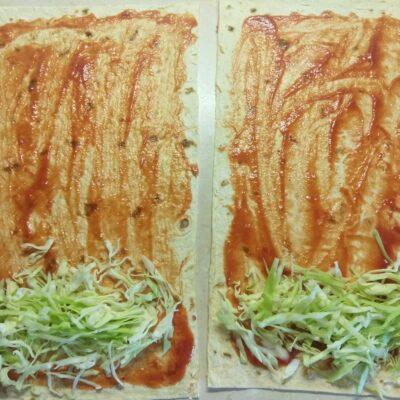 Фото рецепта - Шаурма со свиными котлетами, редисом, огурцами и молодой капустой - шаг 3