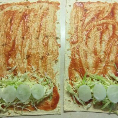 Фото рецепта - Шаурма со свиными котлетами, редисом, огурцами и молодой капустой - шаг 4