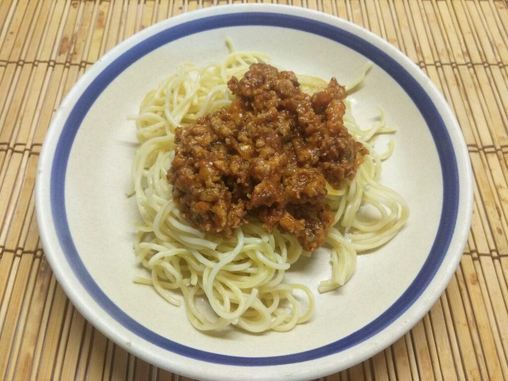 Фото рецепта - Спагетти под томатно-мясным соусом - шаг 6