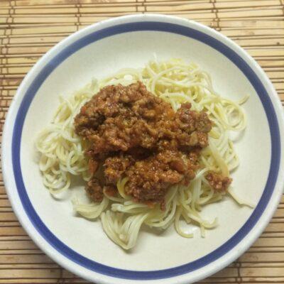 Спагетти под томатно-мясным соусом - рецепт с фото