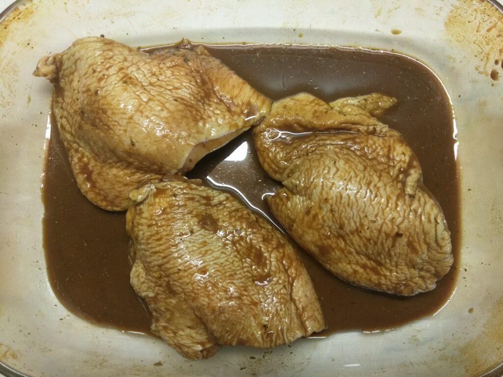 Фото рецепта - Куриные бедра в маринаде из горчицы, соевого соуса и меда - шаг 4