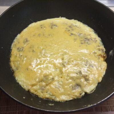 Фото рецепта - Омлет с консервированными сардинами - шаг 5