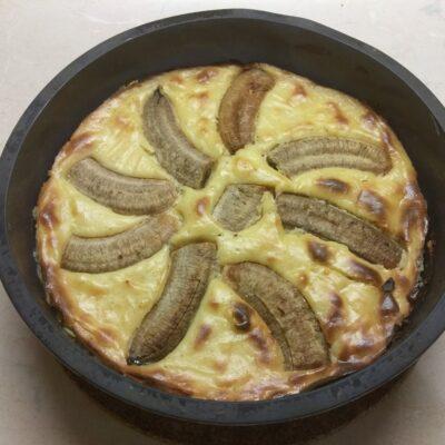 Фото рецепта - Творожная запеканка с бананами - шаг 5
