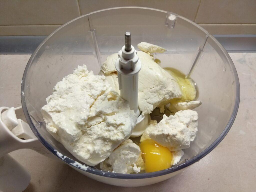 Фото рецепта - Творожная запеканка с шампиньонами и морковью - шаг 1