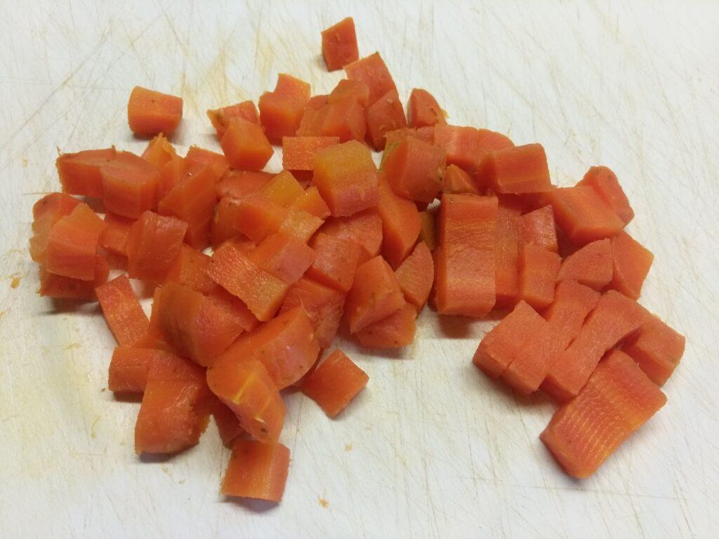 Фото рецепта - Творожная запеканка с шампиньонами и морковью - шаг 3