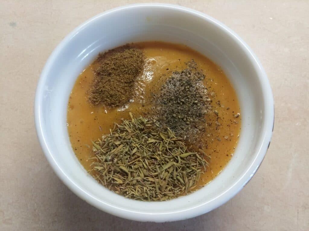 Фото рецепта - Куриные бедра в абрикосовой глазури - шаг 2