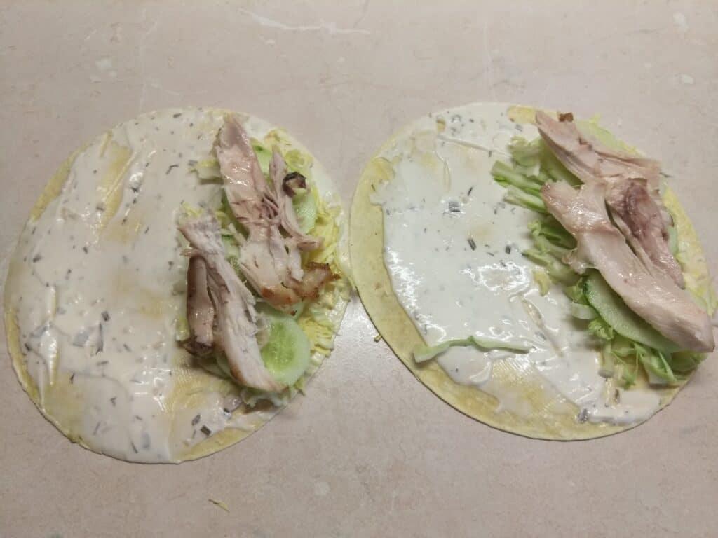 Фото рецепта - Такос с куриными бедрами и свежими овощами - шаг 4
