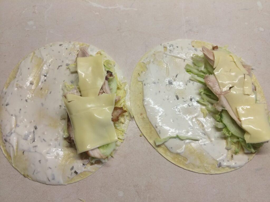 Фото рецепта - Такос с куриными бедрами и свежими овощами - шаг 5
