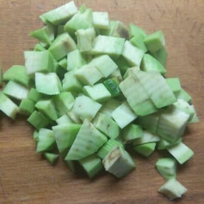 Фото рецепта - Слоеный салат из тунца, авокадо и маринованных шампиньонов - шаг 3
