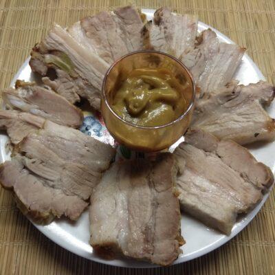 Фото рецепта - Свиная грудинка, запеченная с чесноком, пряностями и майонезом - шаг 6