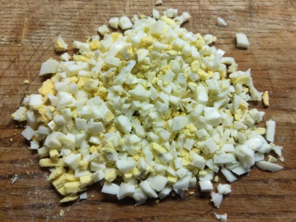 Фото рецепта - Горячая закуска из крабовых палочек под сырной корочкой - шаг 2