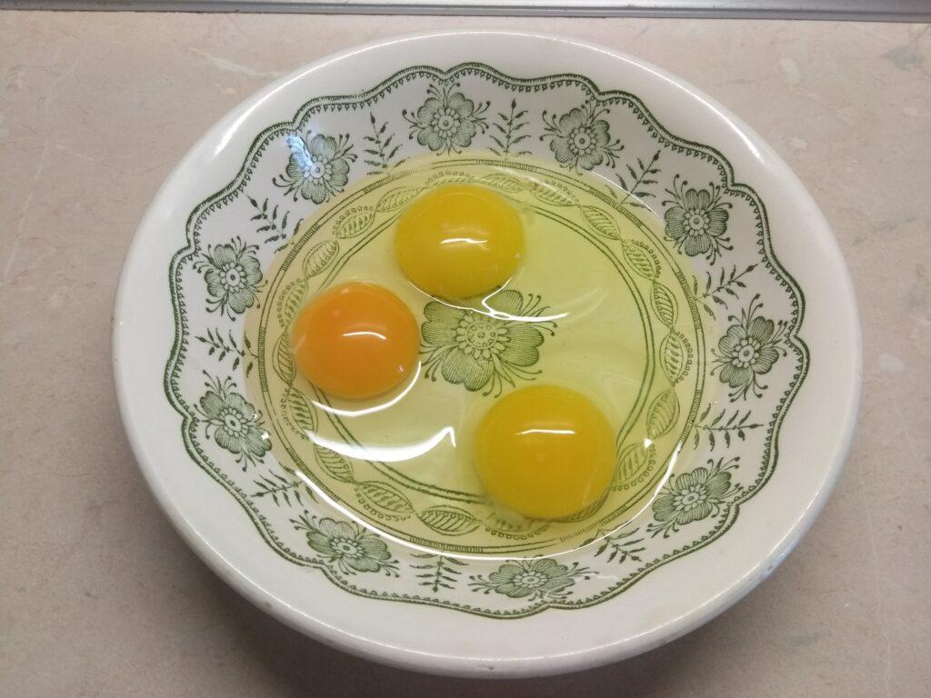 Фото рецепта - Омлеты-кексы с консервированным тунцом - шаг 1