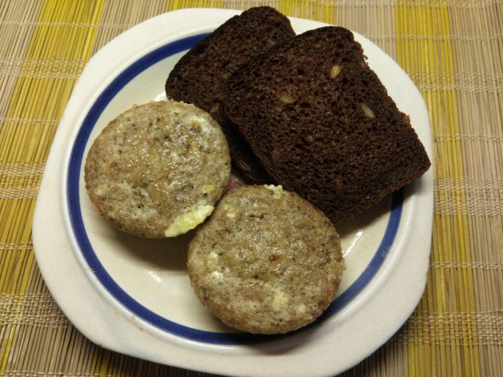 Фото рецепта - Омлеты-кексы с консервированным тунцом - шаг 6