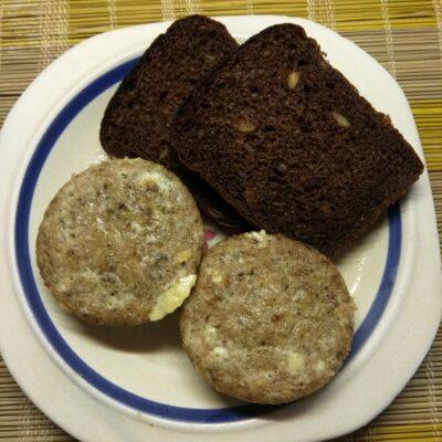 Омлеты-кексы с консервированным тунцом - рецепт с фото
