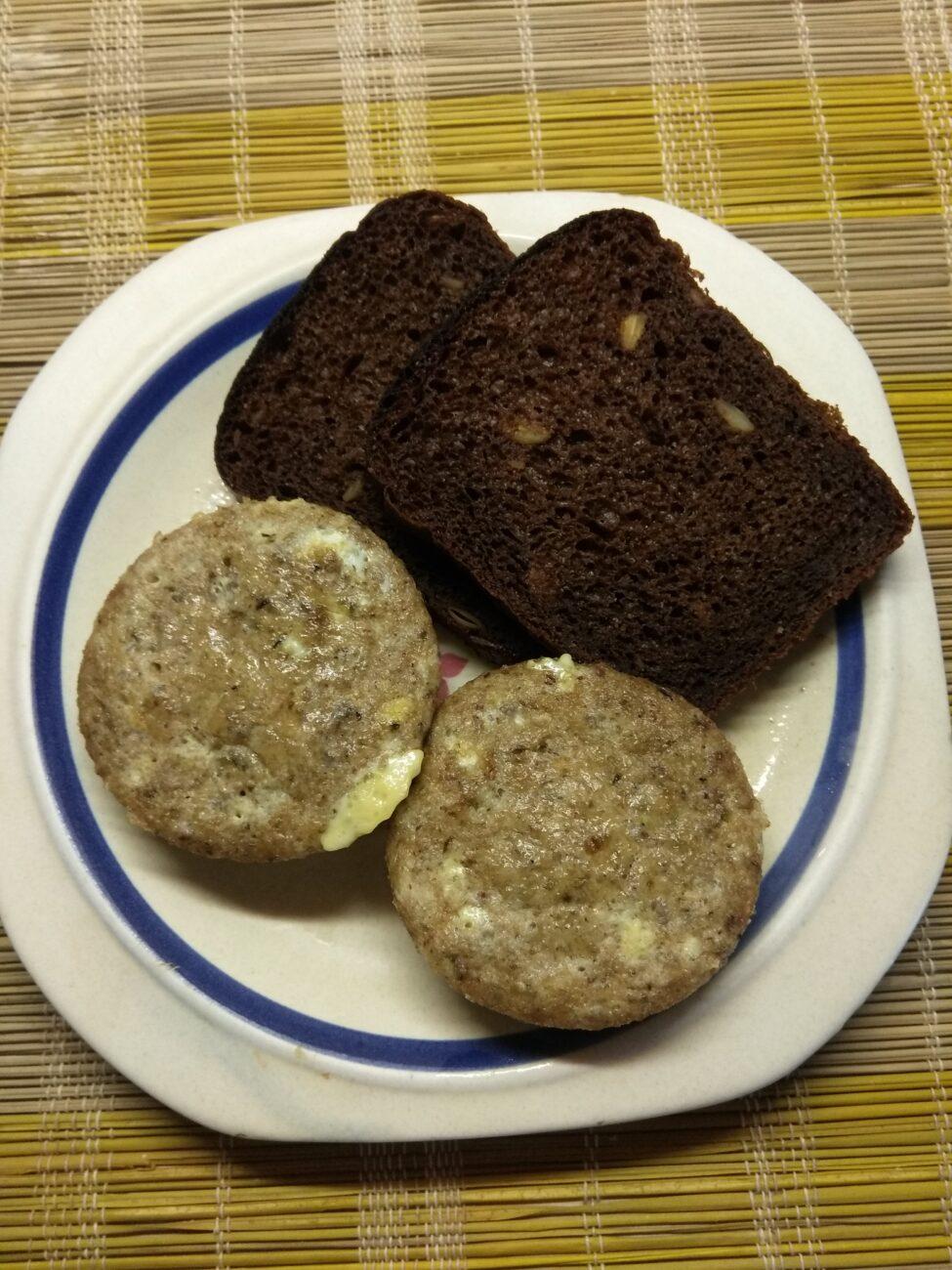 Омлеты-кексы с консервированным тунцом