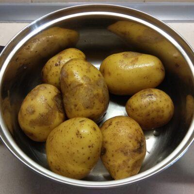 Фото рецепта - Молодой картофель с грудиной и укропом в сметане - шаг 1