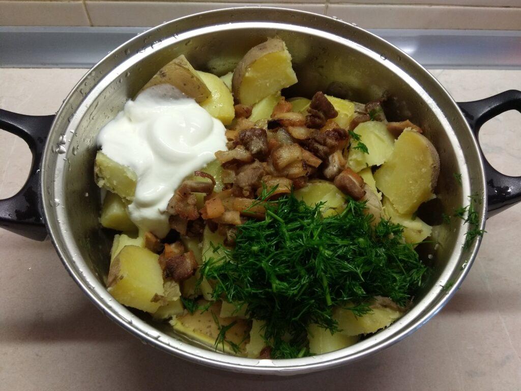 Фото рецепта - Молодой картофель с грудиной и укропом в сметане - шаг 4