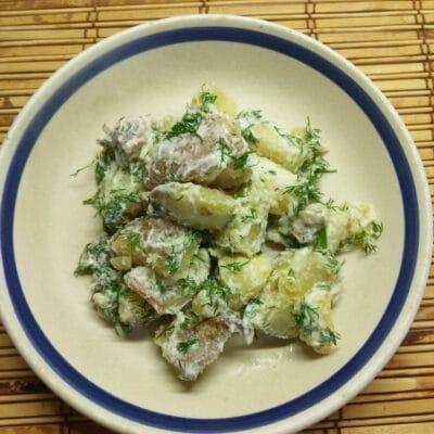 Молодой картофель с грудиной и укропом в сметане - рецепт с фото