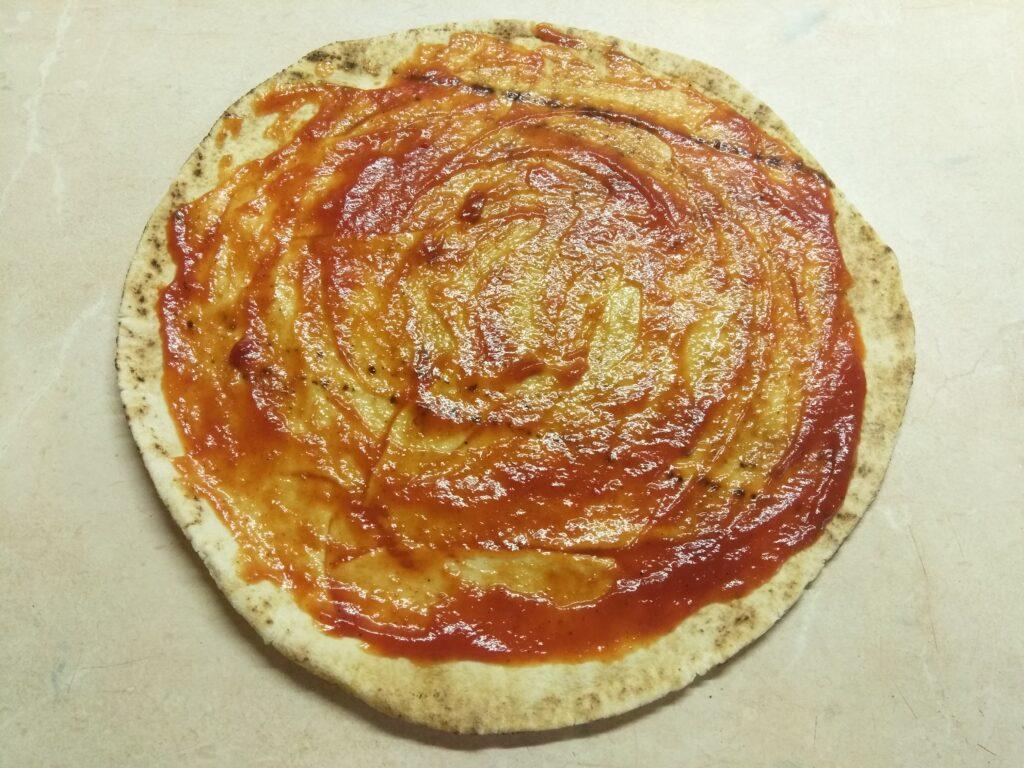 Фото рецепта - Пита с салями и малосольными огурцами - шаг 1