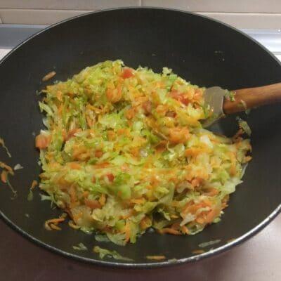 Фото рецепта - Пирог из лаваша с капустой и мясом - шаг 2