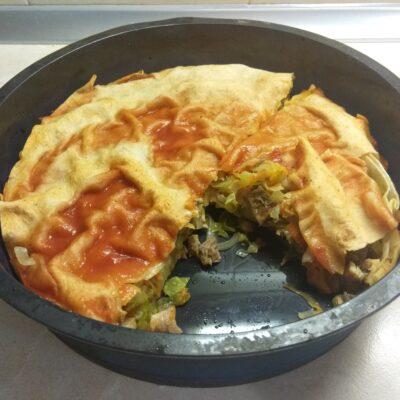 Фото рецепта - Пирог из лаваша с капустой и мясом - шаг 7