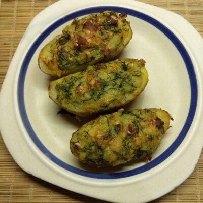 Картофель, фаршированный свиной грудинкой и укропом - рецепт с фото