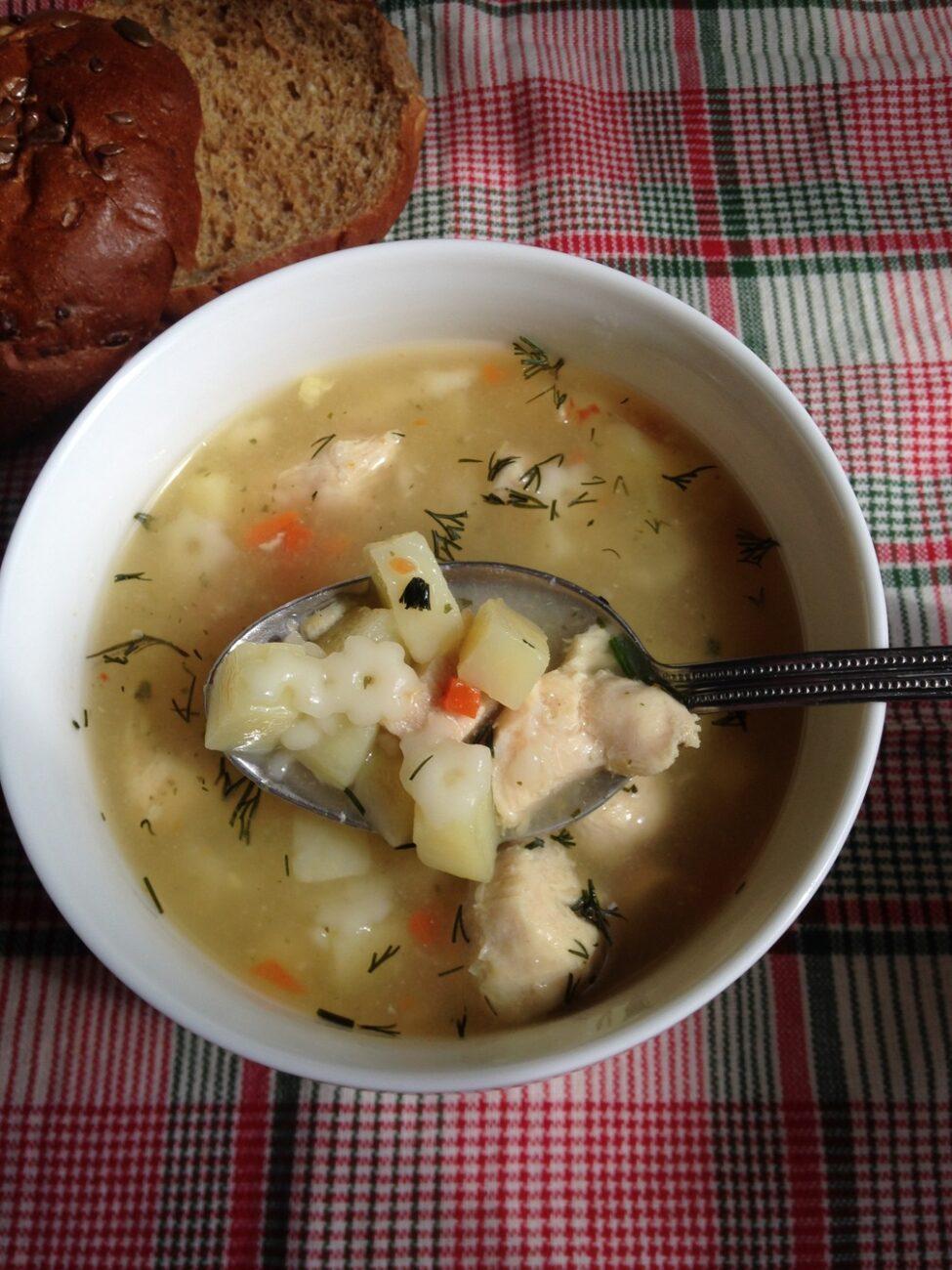 Детский суп из индейки с макаронами