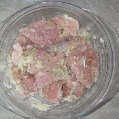 Фото рецепта - Свиной шашлык в томатном маринаде - шаг 2