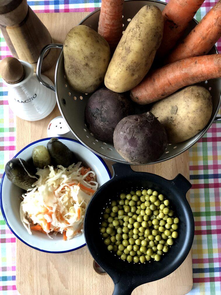 Фото рецепта - Винегрет с квашеной капустой и маринованными огурцами - шаг 1