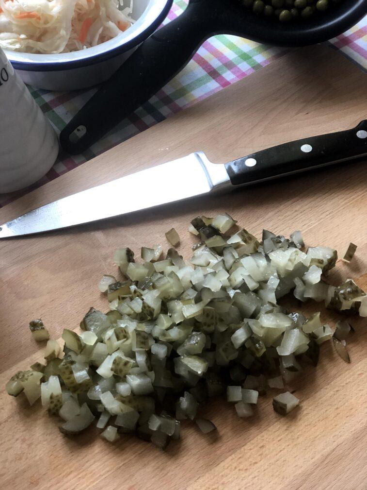 Фото рецепта - Винегрет с квашеной капустой и маринованными огурцами - шаг 6